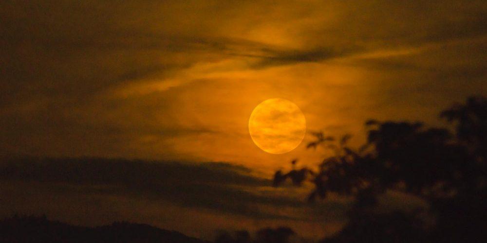 東峰村の満月
